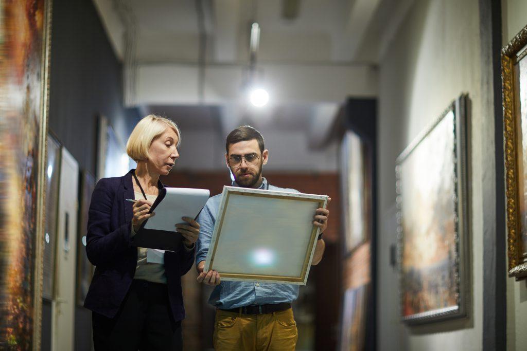 Curador de arte contemporáneo