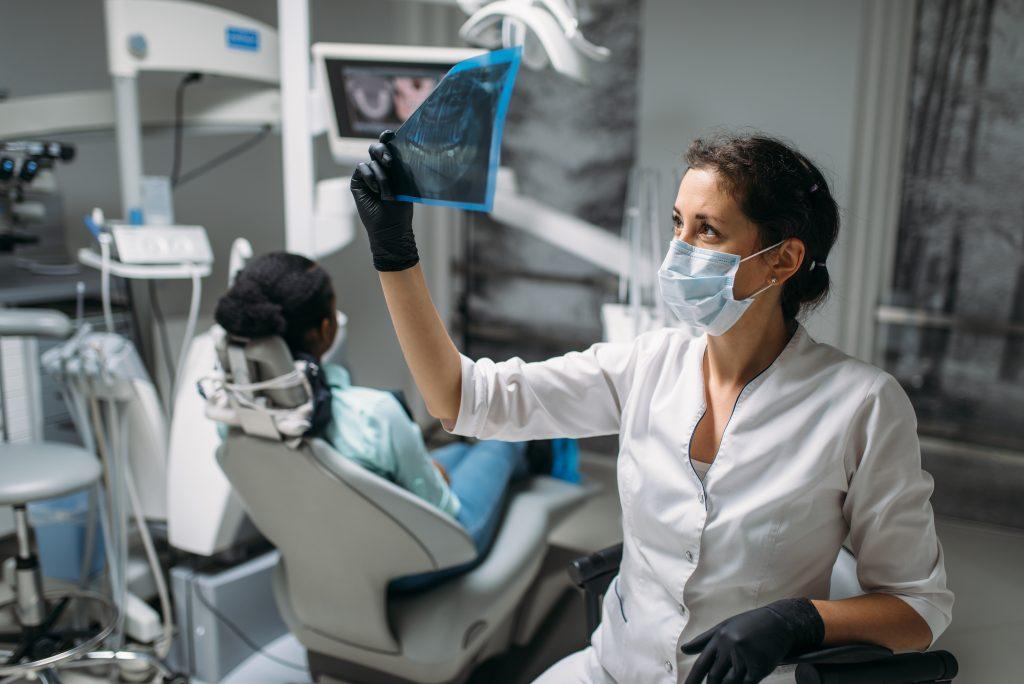 El técnico en radiología odontológica es una pieza clave para la obtención de buenos estudios e imágenes.
