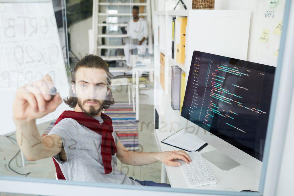 Las carreras relacionadas con la tecnología están entre las profesiones mejores pagas de Argentina.