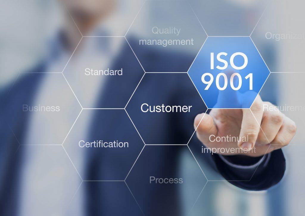La norma ISO 9001:2015 es una de las más utilizadas para la certificación de sistemas de calidad, en organizaciones de diversos rubros y tamaños.