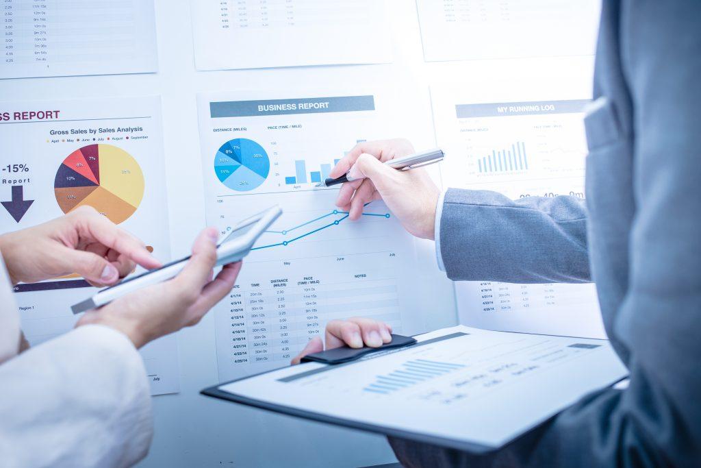 Business intelligence permite tomar decisiones comerciales basadas en datos.
