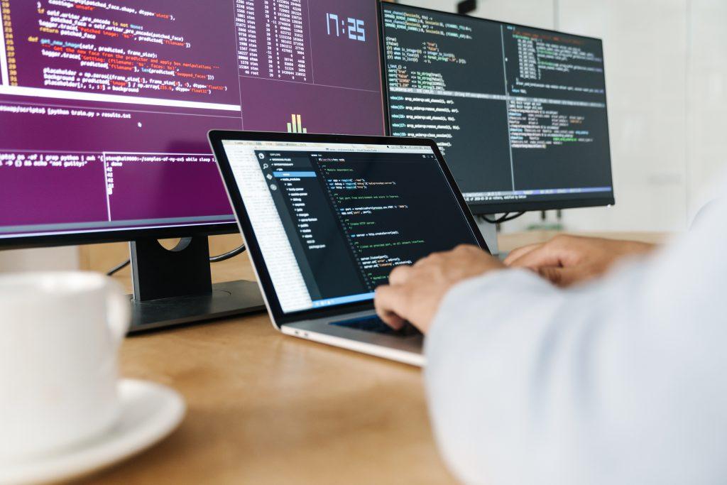 Aprender programación brinda una salida laboral y concreta en el corto plazo.